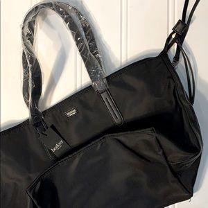 🆕Spacious Carry All Tote